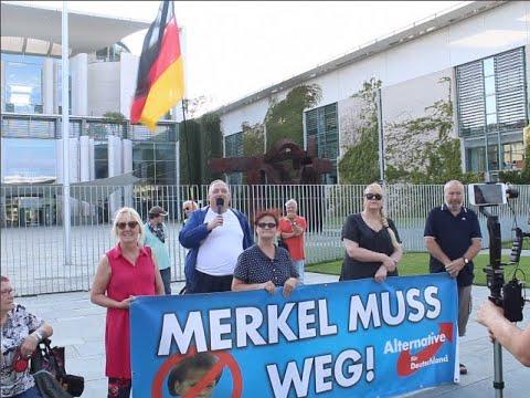 VOR ORT AKTUELL - MERKEL-MUSS-WEG-MITTWOCH VOM 19.AUGUST IN BERLIN-MITTE. MIT KLAUSI UND UWE.