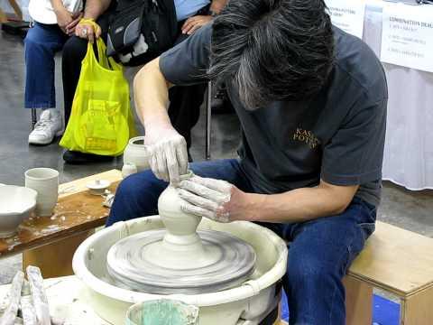 Akio Nukaga - sake tokkuri (vessel) thumbnail