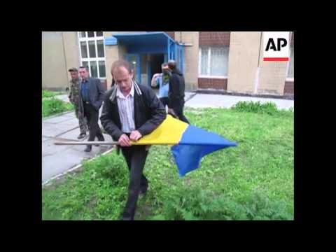+4:3 Pro-Russian protesters storm vacant military prosecutor's office