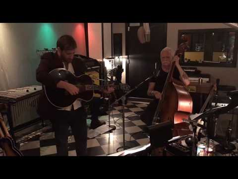 Dan Auerbach & The Band - Waiting on a Song - Live At The Easy Eyes Estudio