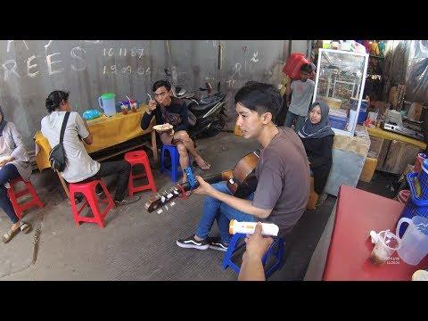 Jakarta Street Food 4006 Part.2  Lontong Sayur Telor Mata Sapi Mantap Sudah YN010213