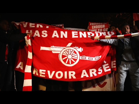 Arsenal fans stage protest against Arsène Wenger before Bayern Munich game – video
