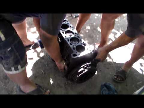 Снимаем двигатель жигуля без спецоборудования,лебёдки,просто во дворе.
