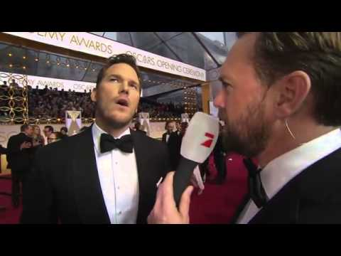 Chris Pratt speaks German in Interview Oscar 2015