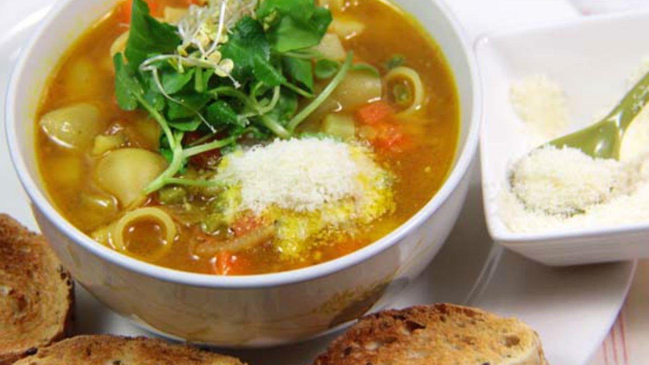 aprende a cocinar una deliciosa sopa minestrone de primavera