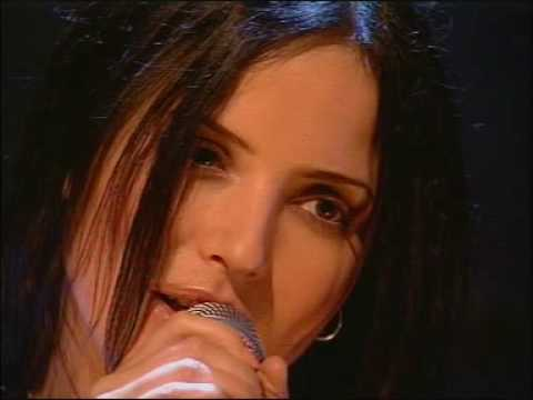 2001-04 - The Corrs - Give Me a Reason (Live @ TOTP)