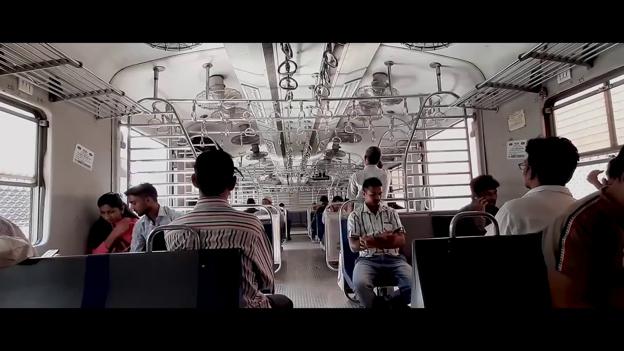 Mumbai Local Train Travelling Borivali To Thane Mumbai Max Travelling Videos.