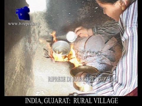 INDIA, GUJARAT: A LITTLE RURAL VILLAGE