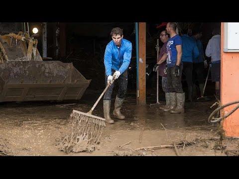 Rafael Nadal ajuda nas operações de limpeza em Maiorca