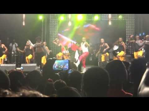 Fally Ipupa Hustler Is Back And Original Concert à Abidjan 2013 (Bonne Qualite)