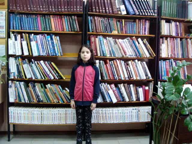 Изображение предпросмотра прочтения – КристинаКиселёва читает отрывок изпроизведения «В бурю» А.Н.Плещеева