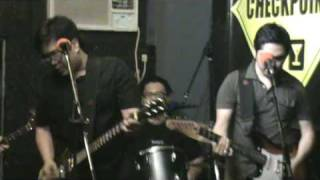Itchyworms -  Akin Ka na Lang (Live @ Checkpoint Bar)