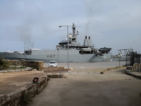 Στο πλοίο του Βρετανικού Βασιλικού ΝαυτικούHMS ECHO