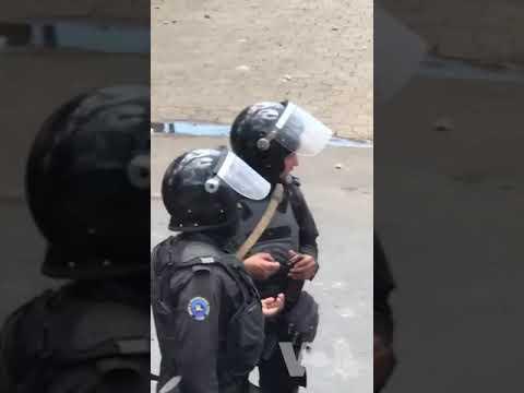 Policía vigila frente a Universidad Nacional de Ingeniería en Managua
