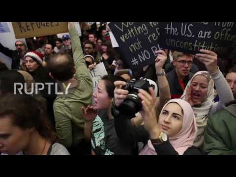 USA: Protesters pack Chicago's O'hare airport to protest Trump's 'Muslim ban'