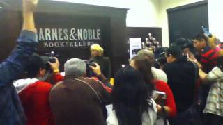 Nicole richie book signing at barnes and nobles the grove