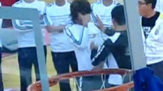 SHINee- Minho Dream Team fancam- gets hits on the forehead for some game