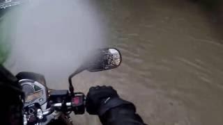 Moto - Orage Bruxelles - Ring sous eau - Kiki est inquiète!