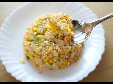 【 副食品x食譜 】粒粒分明的鮭魚高麗菜蛋炒飯 - YouTube