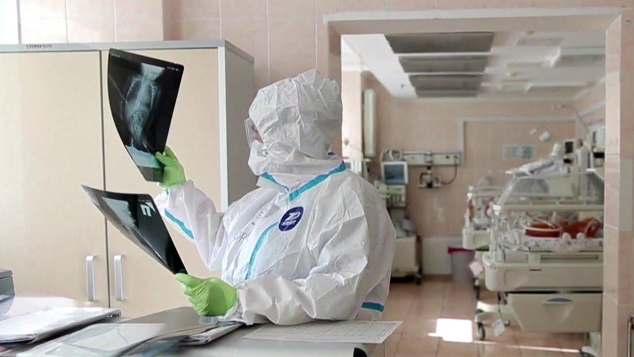 Новых случаев инфицирования коронавирусом в России уже всю неделю менее семи тысяч.