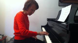Playing fast repeated notes with ease in Scarlatti's d minor sonata: Part 1.