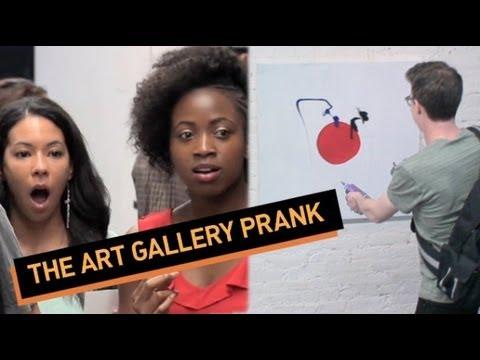 El reloj de la broma de la galería de arte