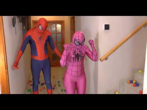 Video per bambini   Spiderman con Spiderman rosa e Spiderman Nero e le palline c