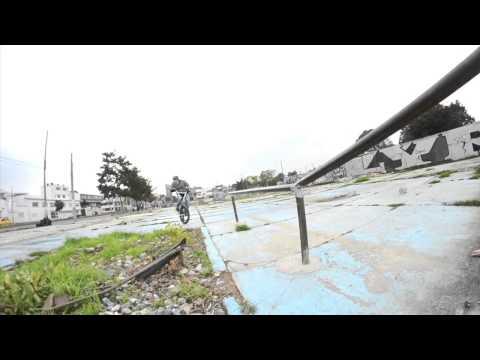OJOBMX - Andres Rueda Y Julian Sanchez Callejeando En Ruinas