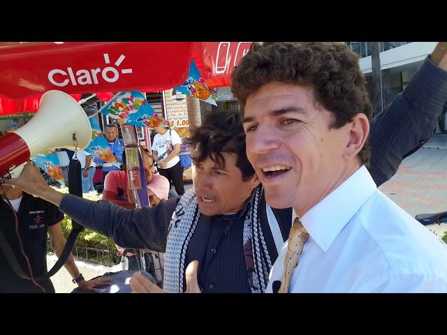 Les pusieron serenata a Carlos Caicedo y Rafael Martínez en la Fiscalía