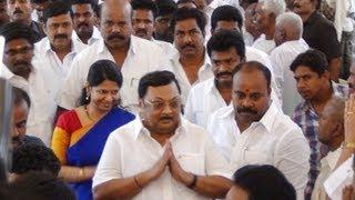Kanimozhi Azhagiri Bonding in Madurai Junior Vikatan