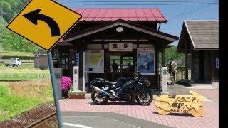 隼の聖地「隼駅」に入る列車とジオラマ