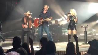 blake shelton boys round here w raelynn and sundance head