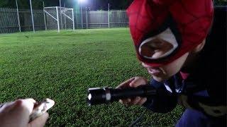 Pequeno homem aranha e o sapo