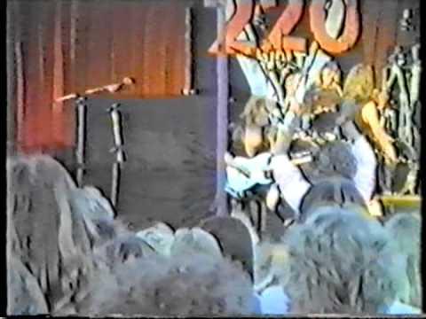 220 Volt - Live (3 of 4)
