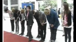 110205 Ch7 News - Super Junior signed to pray respect to The King of Thailand [elpflog]