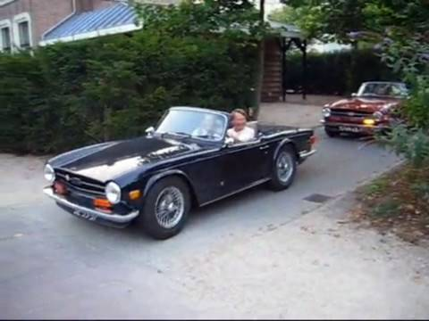 2x Triumph TR6 PI - Fast accelerating!! Lovely sounds!!