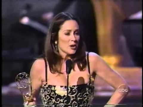 Patricia Heaton wins 2000 Emmy Award for Lead Actress in a ...