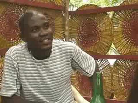 """Togo: """"Pincez, deroulez"""" How to Use a Condom"""