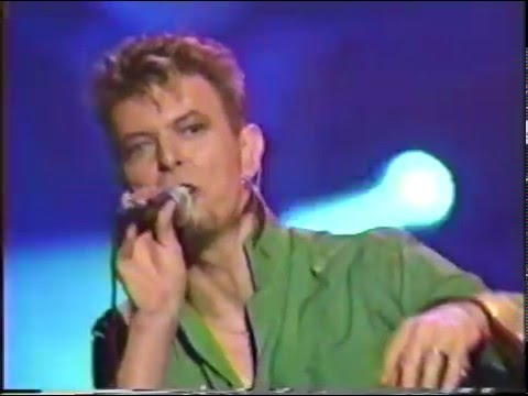 David Bowie – Battle For Britain (Live GQ Awards 1997)