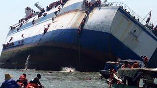 Download Video DETIK DETIK kapal laut  di Hantam ombak besar   mengerikan sekali. MP3 3GP MP4
