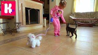 Кошечка Пушинка распаковка игрушки гуляем с кошечкой играем с котиком White cat on the leash toy