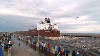 vuclip Giant ship going under the Lift Bridge in Duluth, MN Paul R. Tregurtha