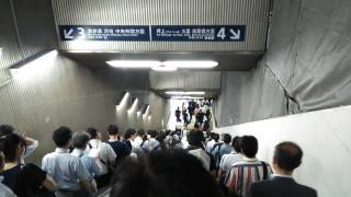 ORDERLY JAPANESE. long long escalator in the rush hours, Tokyo 通勤ラッシュ時の永田町のエスカレーター