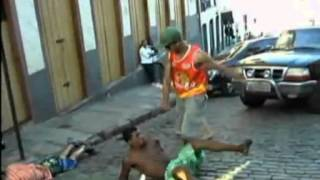 Baixar Funny Fight Brazilian beats up two guys for messing with his buddy!