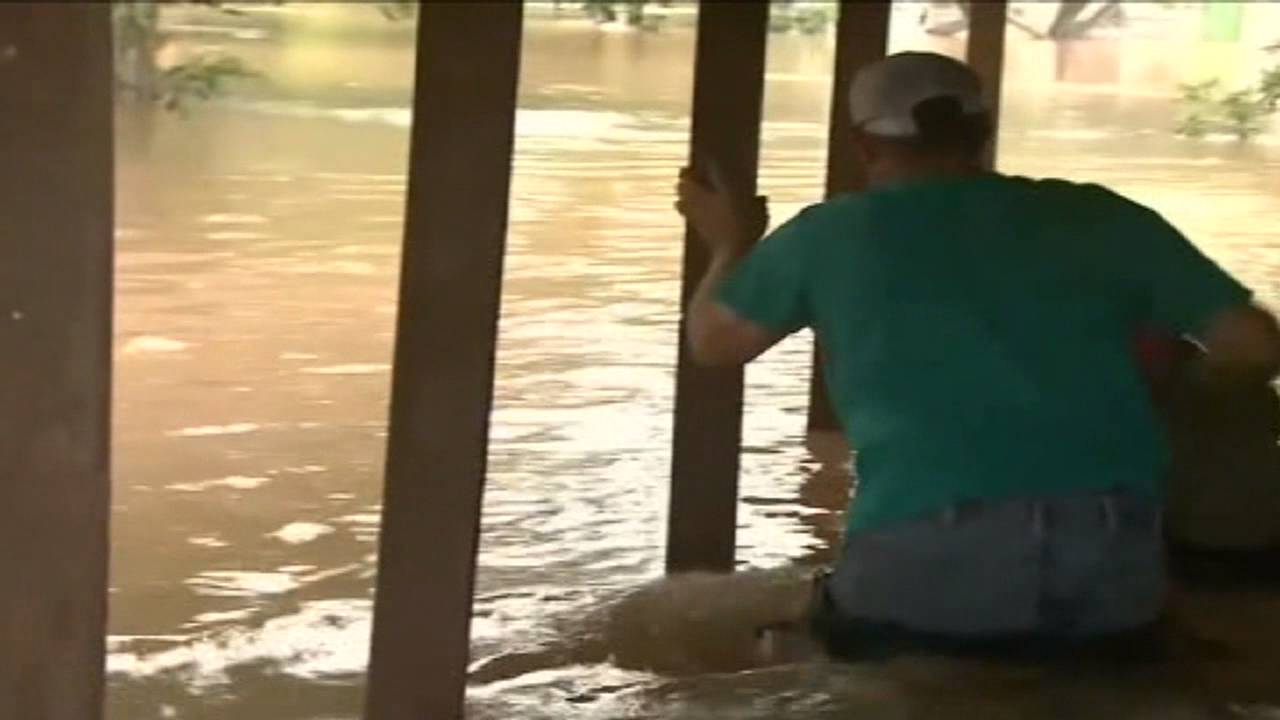TEXASFLOODINGDOG RESCUE YouTube - Some people tied their dogs up and left them to die during the flood