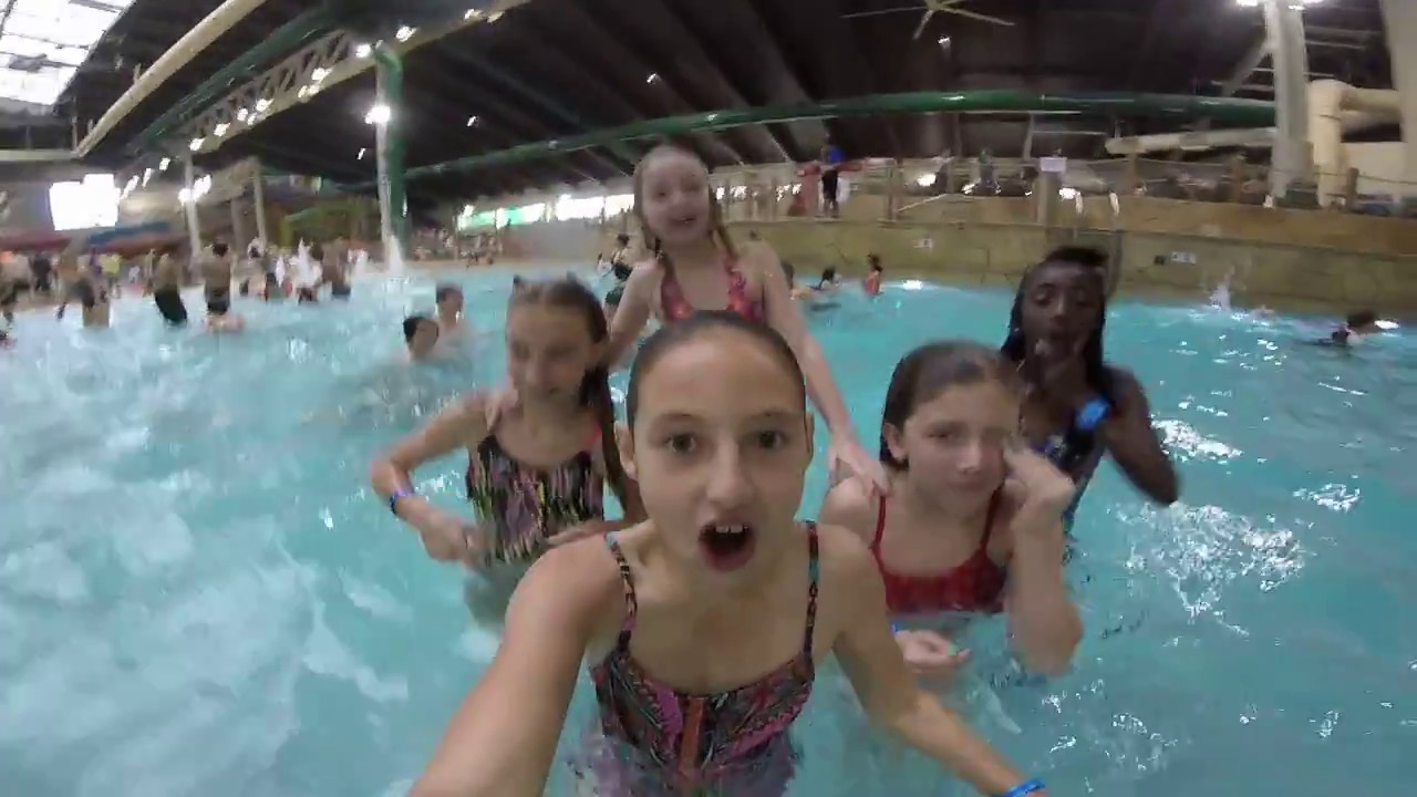Underwater fun in the wave pool great wolf lodge anaheim for Leslie pool garden grove