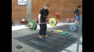80 years old lifter did an easy 120 kg dead weight lift