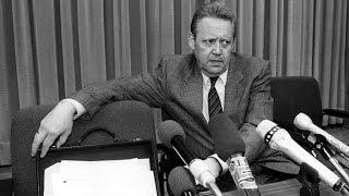 Как одна случайная фраза привела к падению Берлинской стены(9 ноября 1989 года на пресс-конференции в Берлине член политбюро СЕПГ Гюнтер Шабовски сделал заявление, котор..., 2014-11-09T06:41:04.000Z)