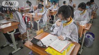 生徒らが透明の囲いの中で・・・給食や授業の時間過ごす(20/05/08)