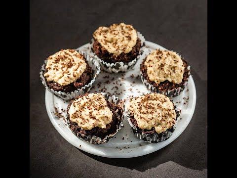 Brioșe de ciocolată cu caju și curmale